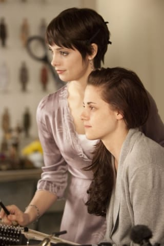 the-twilight-saga-breaking-dawn-part-1-movie-image-kristen-stewart-ashley-greene-01-400x600