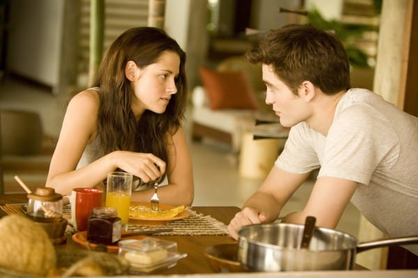 the-twilight-saga-breaking-dawn-part-1-movie-image-kristen-stewart-robert-pattinson-03-600x400