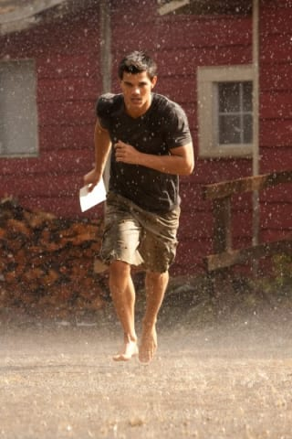 the-twilight-saga-breaking-dawn-part-1-movie-image-taylor-lautner-02-400x600