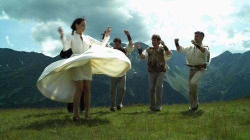 tanec_mezi_strepinami_01