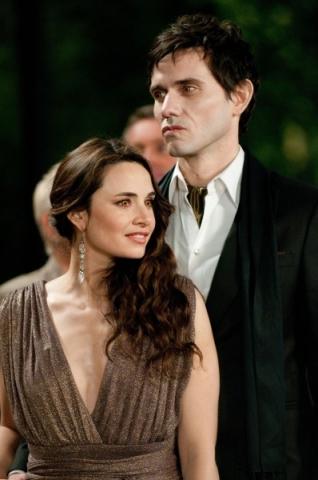 the-twilight-saga-breaking-dawn-part-1-movie-image-02-398x600