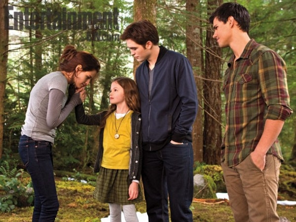 twilight-breaking-dawn-part-2-bella-edward-renesmee-image-600x450